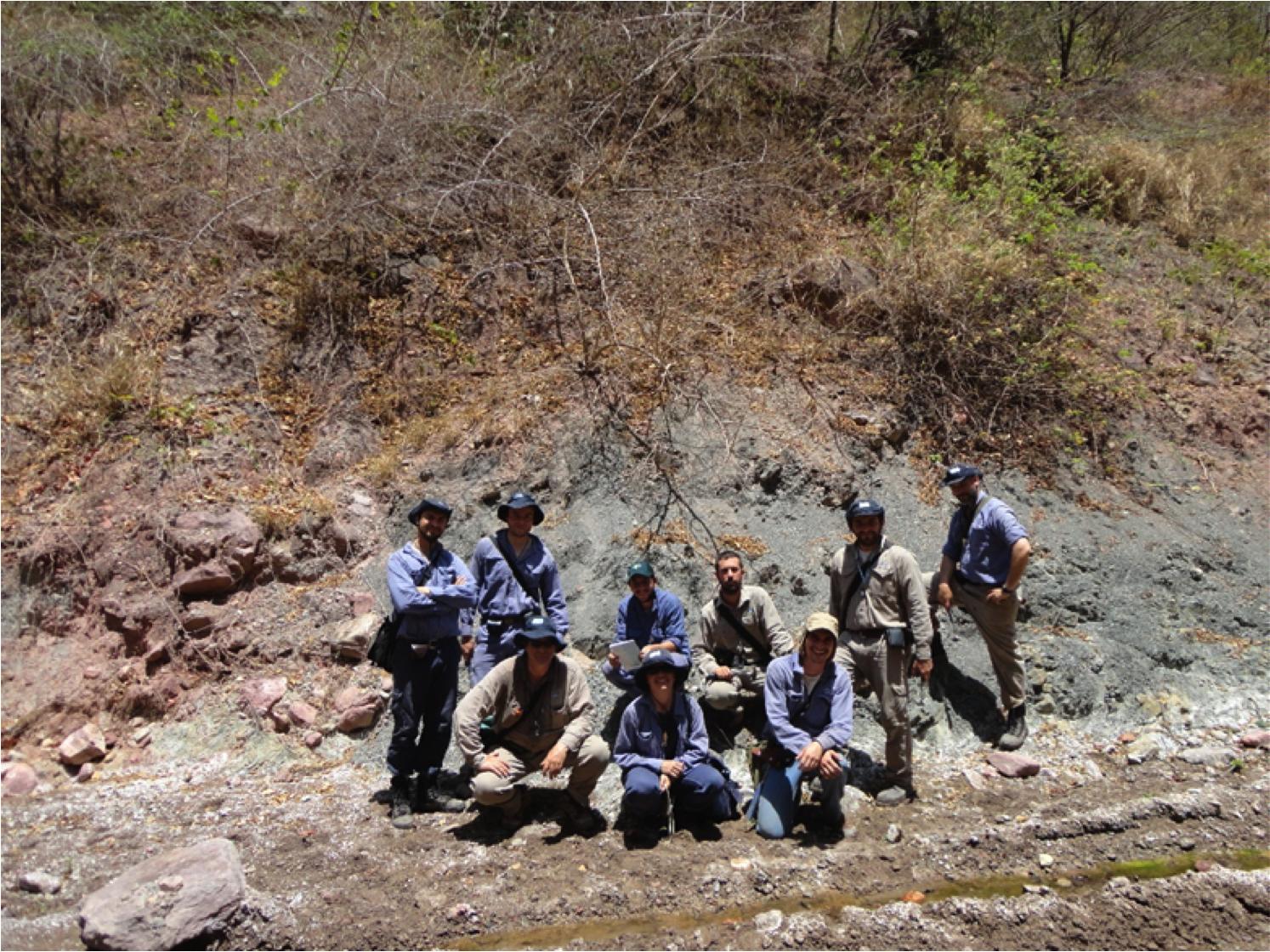 Equipo en la Quebrada Los Monos, XR en Subandino Sur de Bolivia